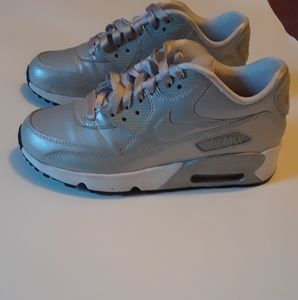 NIKE AIR MAX 90. METALLIC. SIZE 6Y.